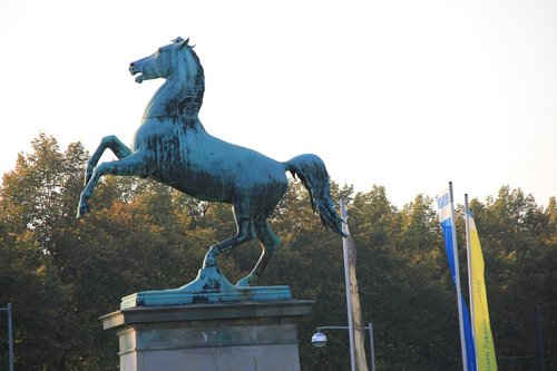 university of hannover  horse  monument