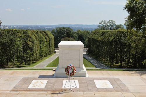unknown soldier memorial arlington