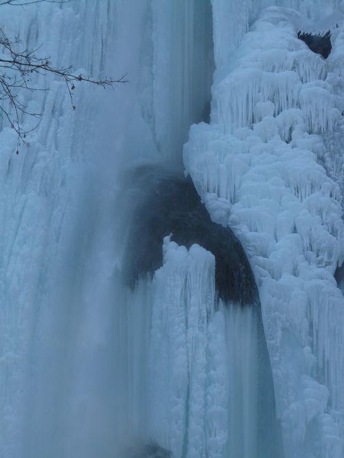 uracho krioklys,krioklys,urach,ledas,sušaldyta,varveklių,žiema,šaltas,ledo formacijos,swabian alb,Alb,albų karnizai,blogas urachas