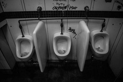 urinoir toilet empty