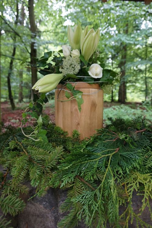 urn funeral mourning