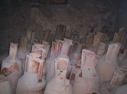 urns vessels pompeii