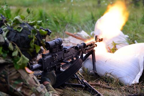 us army paratrooper exercise live-fire
