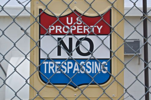 US Property No Trespassing Sign