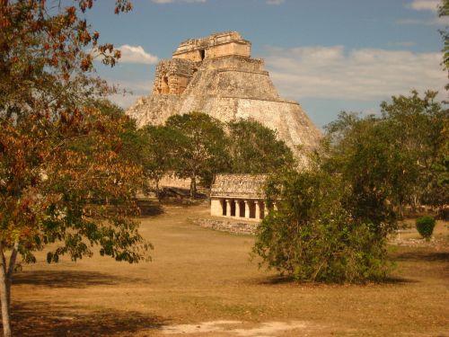 uxmal mexico pyramid