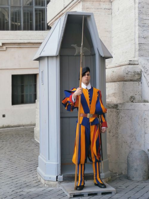 swiss guards basilica soldier