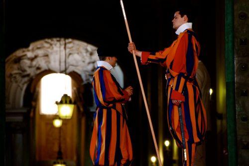 vatican italy guards