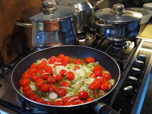 vegetable pan tomatoes leek