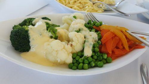 vegetables carrots cauliflower