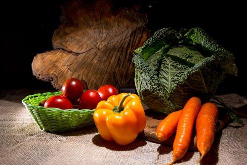 daržovės,kopūstai,natiurmortas,morkos,Savojos kopūstai,sveika mityba,pipirai,pomidorai