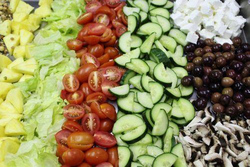 daržovės,pomidorai,agurkai,salotos,feta,alyvuogės,maistas,sveikas,žalias maistas