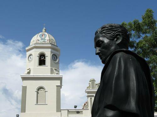 venezuela statue plaza
