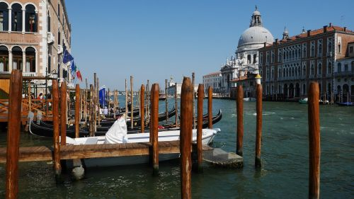 venice grand canal parking spaces