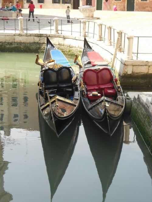 venice gondola tourism