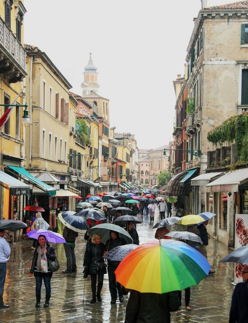 venice umbrellas it rains