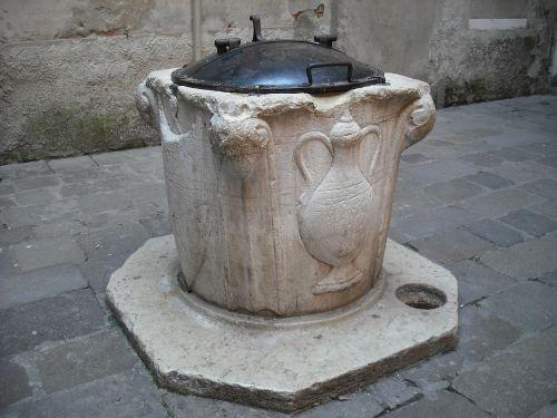 venice court wells