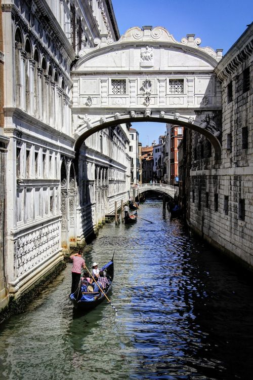 venice,italy,vacation,cityscape,italian,city,venetian,tourist,european,romantic,gondola,veneto,europe,canal,bridge of sighs
