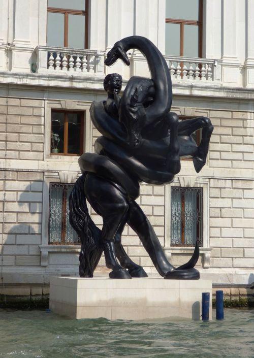 venice canale grande sculpture