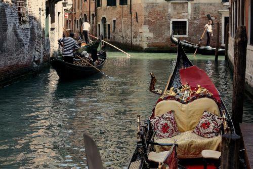 venice gondola channels