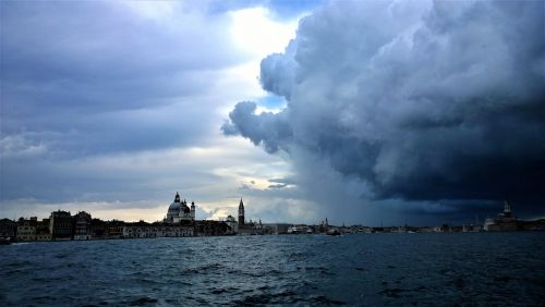 venice thunderstorms horizon