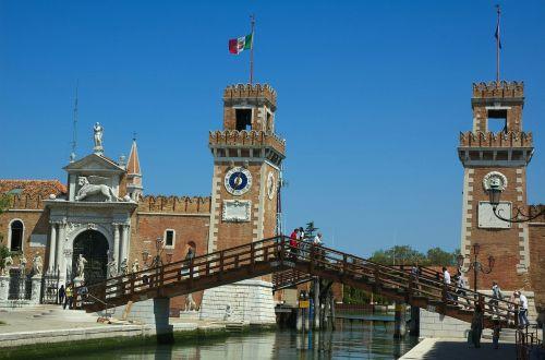 Venecija,italy,pastatai,tiltas,architektūra,žmonės,orientyras,paskirties vietos,žinomas,dangus,debesys,laikrodzio bokstas,gamta,lauke,kanalas,vanduo,apmąstymai,vaizdingas