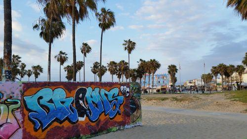 venice beach beach graffiti