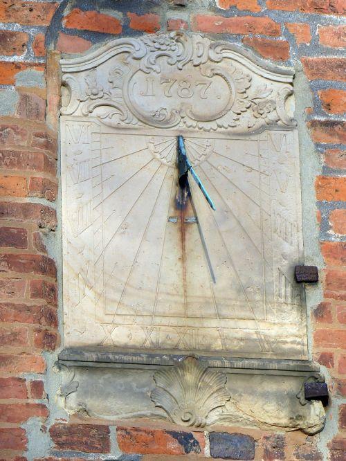 verden of all dom sundial