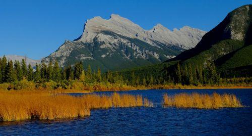 vermilioniniai ežerai,Banfo nacionalinis parkas,ežeras,kalnas,Alberta,kraštovaizdis,parkas,gamta,vanduo,piko,dangus,Kanados,uolingas,vaizdingas,mėlynas,susukti,dykuma,ežeras,natūralus,ramus,kelionė,scena