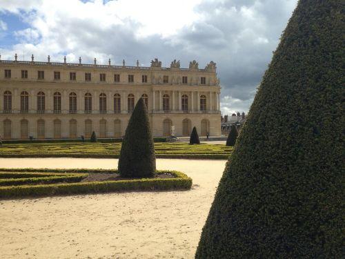 versailles garden castle