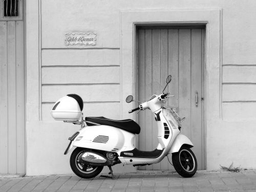 vespa scooter italian