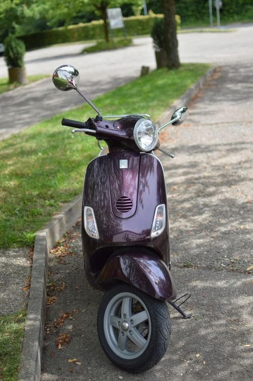 vespa roller vehicle
