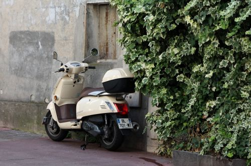vespa roller two wheeled vehicle