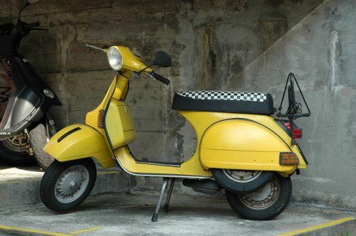 vespa motorcycle roller