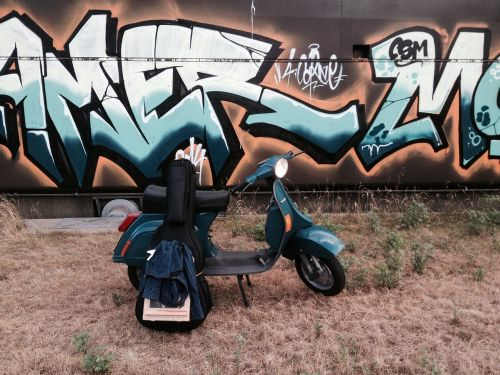 vespa graffiti rock
