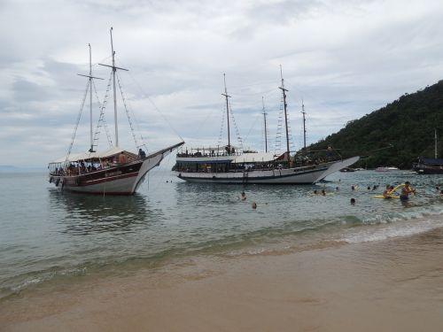 vessels schooners beach
