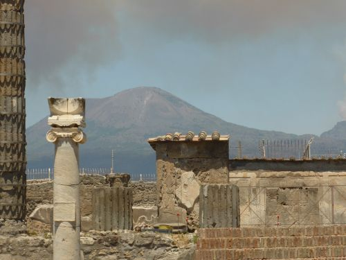 vesuvius pompeii italy