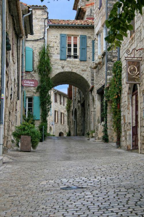 vézénobre gard medieval village