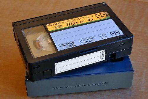 vhs,video,kasetė,žiniasklaida,senas,juosta,retro,plastmasinis,vcr,filmas,filmas,įrašyti,magnetinis,ritė,vaizdo įrašas,informacija,pramogos,tuščias,pasenusi,kasetė,technologija,vintage,atgimimas,juoda,garsas,duomenys,fotoaparatas,formatas,atkūrimas,žaisti,grotuvas,saugojimas,atsukti,namai,gamyba,paminklas,amžius,vs c,vaizdo kamera
