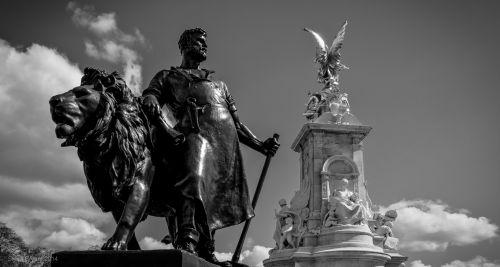 Victoria Memorial Statue III