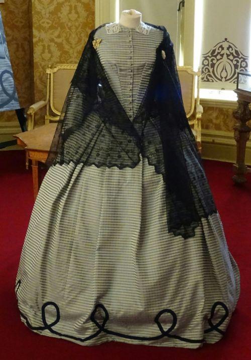 Victorian Fashion Ladies Wear