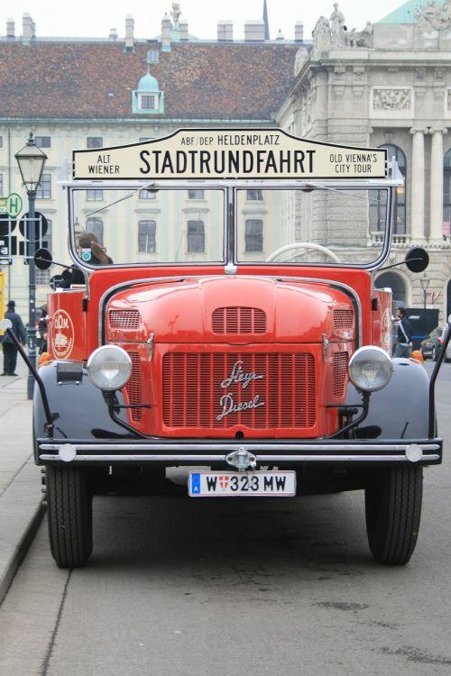 vienna city tour a vintage bus