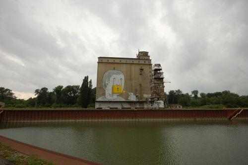 vienna port graffity