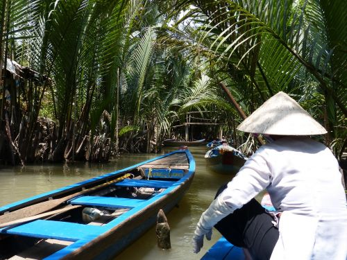 viet nam boat mekong