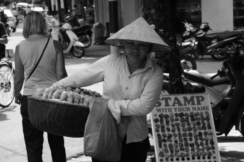 Vietnamas,prekyba gatvėmis,saigon,moteris,kostiumas,skrybėlę,Tragekoerbe,gatvės scenos