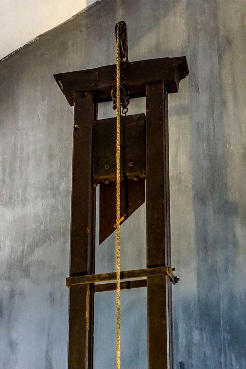 guillotine vietnam war