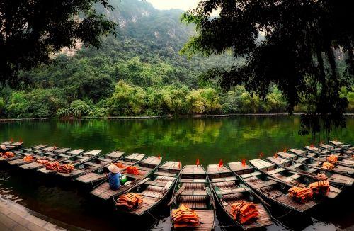 vietnam boats life jackets