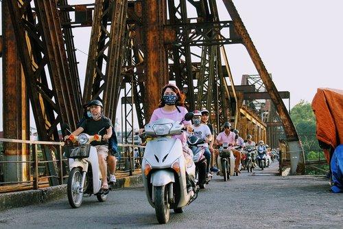 vietnam  bikes  moving