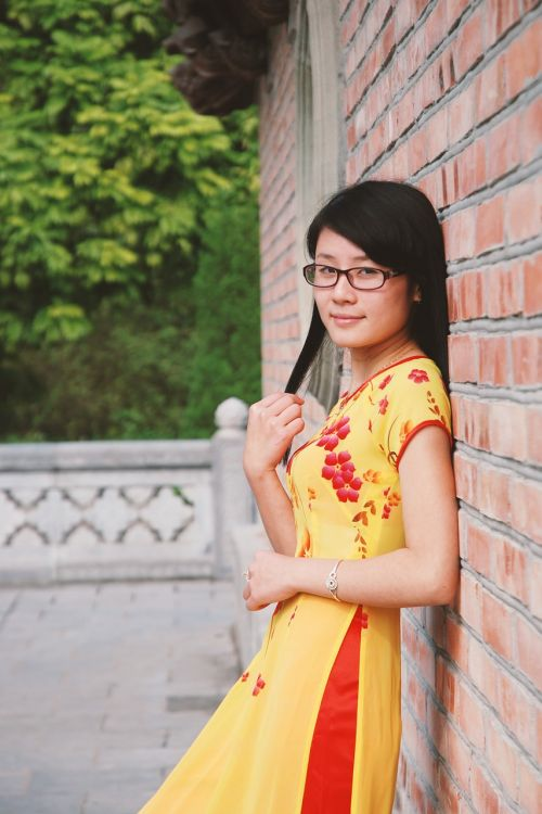 vietnamese girl slitted skirt length