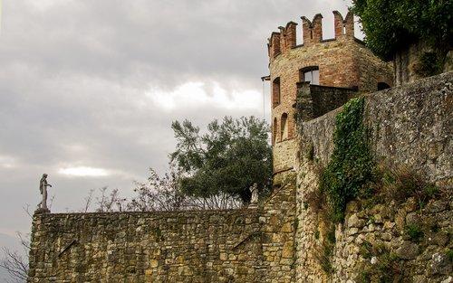 vigoleno  borgo  the walled city