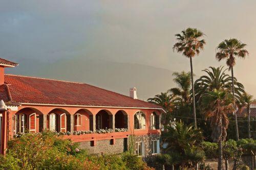villa spanish characteristic